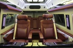 福特e350 豪华商务车
